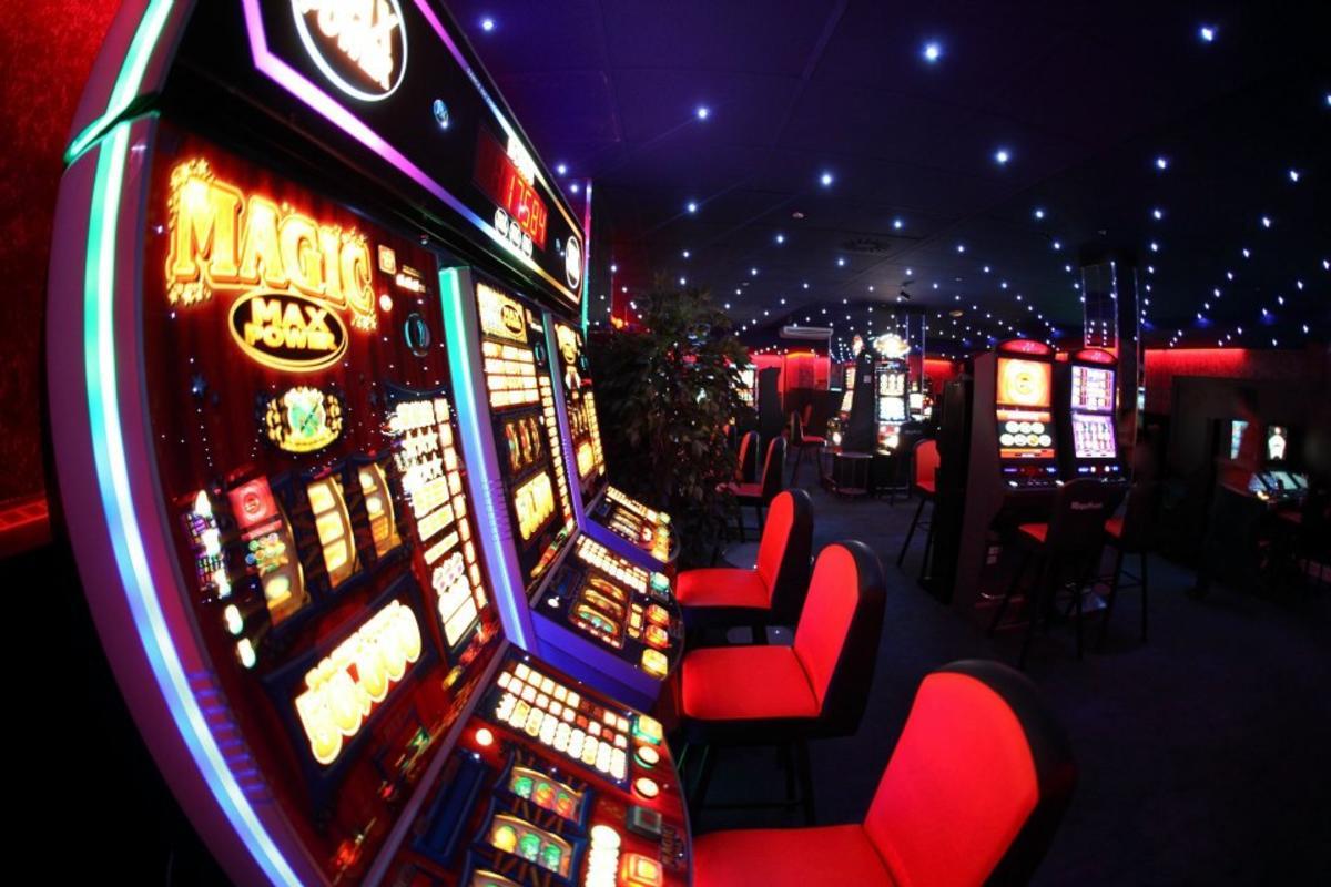 Игровые автоматы на казанском вокзале расскажите в чем развод в интернет казино лохотрон